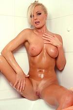 Hot Babes XXX Photos Solo Girls Blondes Pornstars Porn Stars Silvia Saint 2007-04-16 Silvia Saint is horny in the bathtub