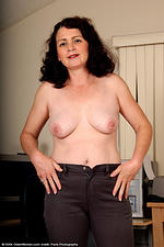 Older Women Matures MILFs XXX Photos 06-01-2007